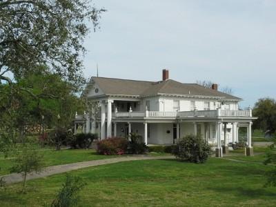 Plantation house in Port Arthur, TX